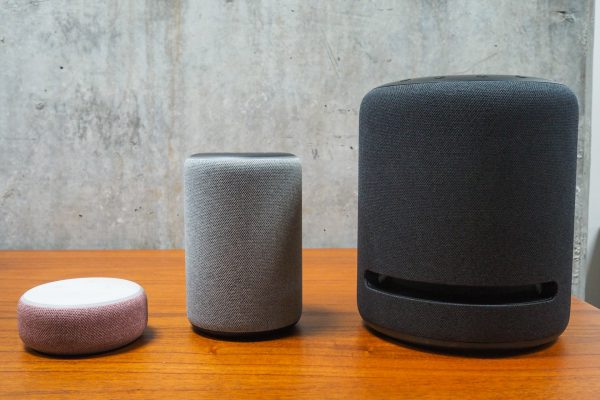 Altavoces de la línea Echo de Amazon con Alexa